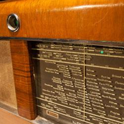 Schweres Radio aus schwerer Zeit